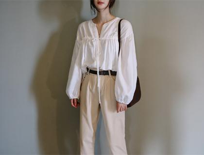 String shirring blouse