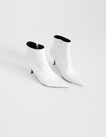 White ankle boots ♩