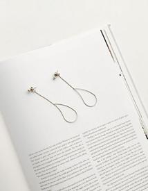 Comma chain earring
