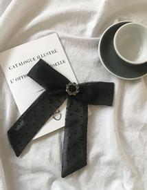Dot-ribbon brooch