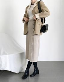 Wool-line button skirt