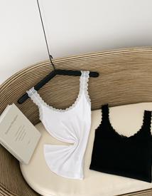 Charming lace sleeveless