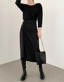 Snug shirring skirt