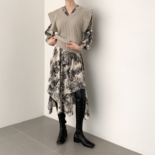 Petit ruffle knit vest