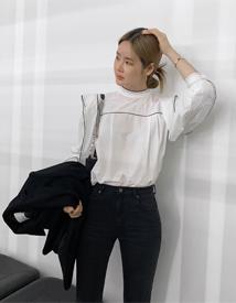 Hami high-neck blouse