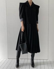 Pleats wool coat