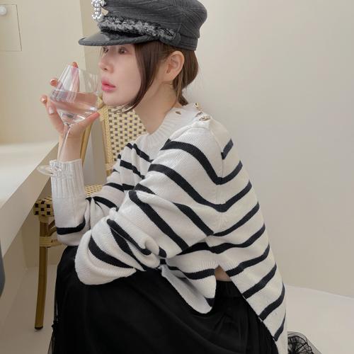 Button stripe knit