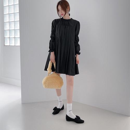 Deo pleats dress